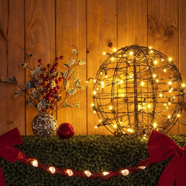 outdoor-Christmas-light-decoration-ideas-39 98+ Magical Christmas Light Decoration Ideas for Your Yard 2018