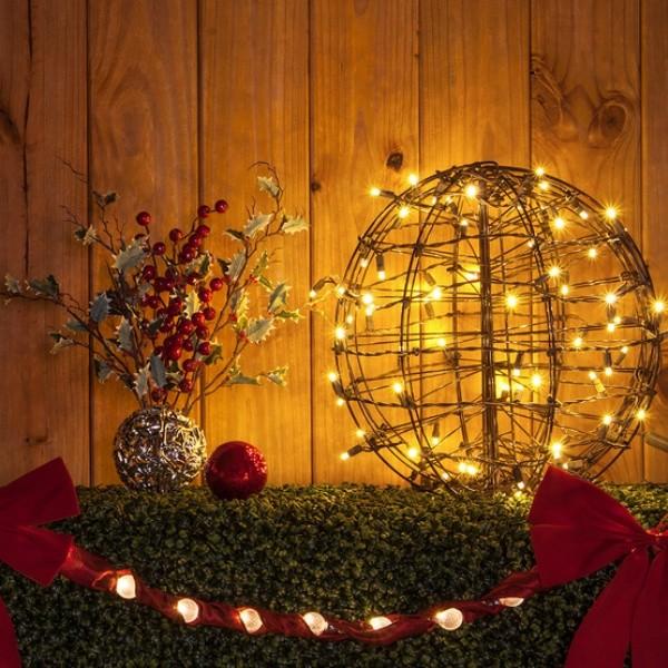 outdoor-Christmas-light-decoration-ideas-39 98+ Magical Christmas Light Decoration Ideas for Your Yard