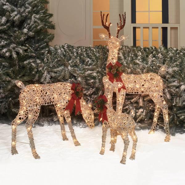 outdoor-Christmas-light-decoration-ideas-61 98+ Magical Christmas Light Decoration Ideas for Your Yard