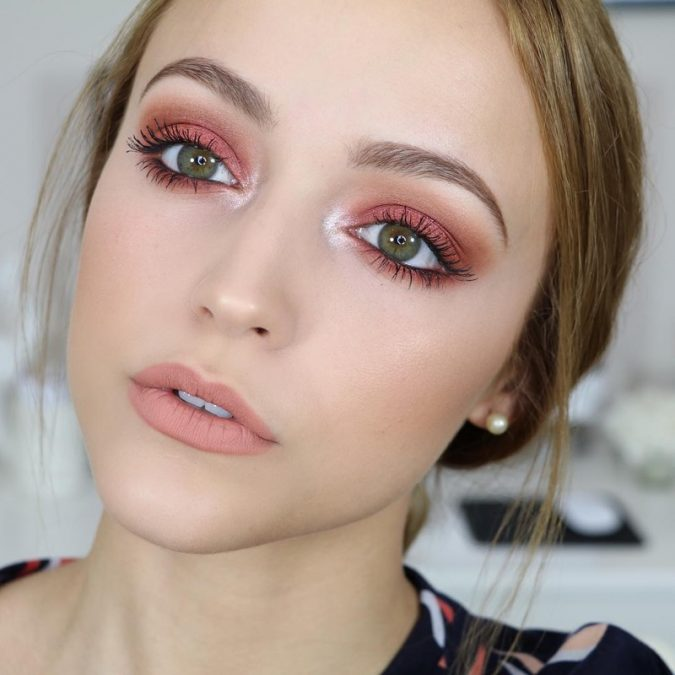 peach-eye-makeup-2-675x675 Makeup Trends for a Gorgeous Look in 2018