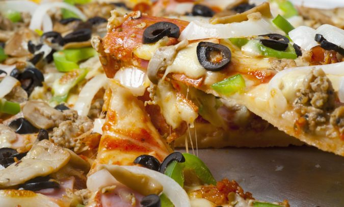pizza-with-a-variety-of-toppings-675x406 Top 10 Most Creative Spring Party Ideas for 2020