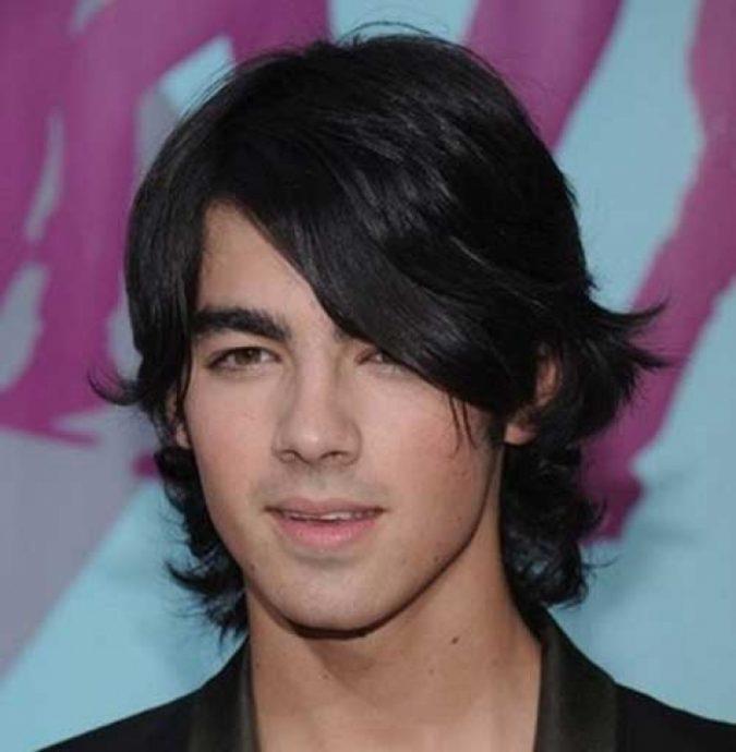 shaggy-mens-hairstyles-Joe-Jonas-675x690 7 Shaggy Hairstyles For Men [2020 Trends List]