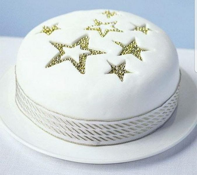 star-design-Christmas-cake-675x599 Top 10 Mouth-watering Christmas Cake Decorations 2020