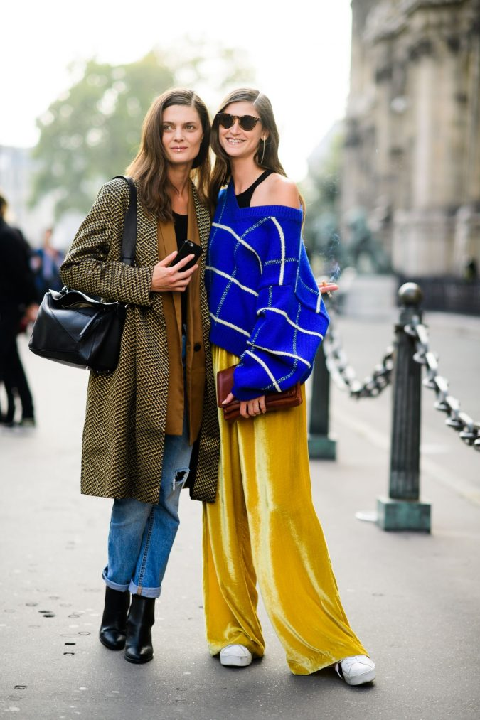 street-fashion-Scarves-at-the-Paris-Fashion-Week-Spring-2018-675x1013 +25 Catchiest Scarf Trends for Women in 2020