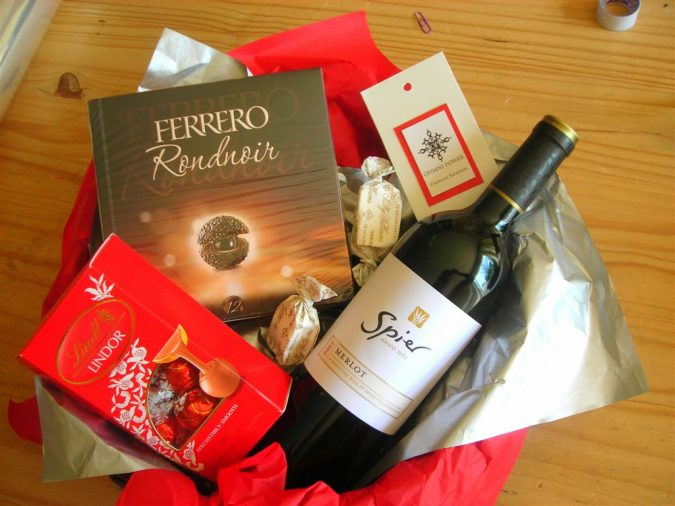 wine-chocolate-hamper-675x506 Top 10 Must-Have Men Christmas Gifts In 2018