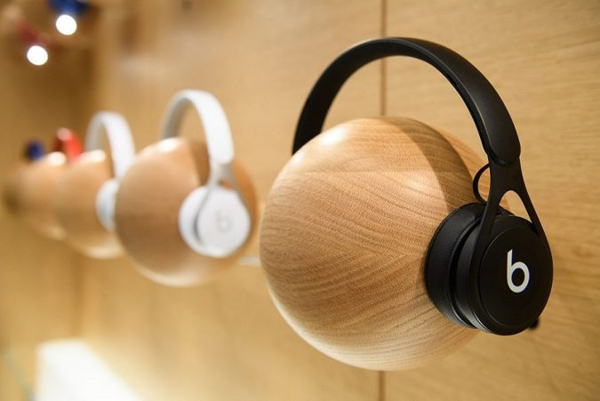 wireless-Headphones-675x451 Top 10 Fabulous Christmas Gifts for Teens in 2018