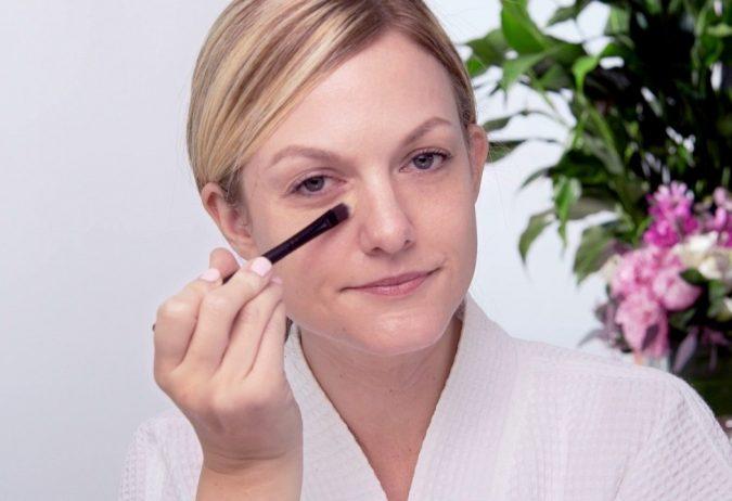 woman-makeup-675x462 Top 10 Makeup Tricks to Look Younger