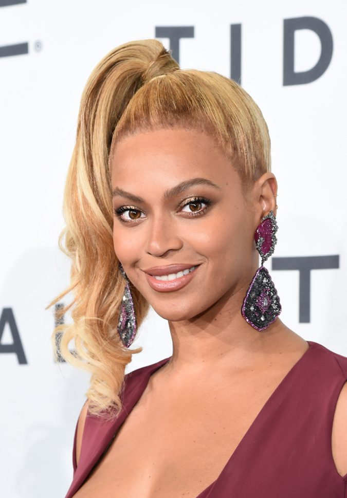 Beyonce-shimmering-lids-and-long-lashes-675x969 Top 10 Inspired Celebrity Makeup Ideas for 2018