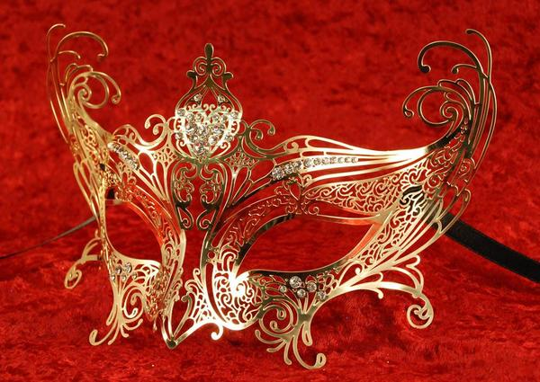 CATWOMAN-COMPLETA-GOLD-Masquerade-mask Top 10 Stylish Women's Masquerade Masks for Christmas