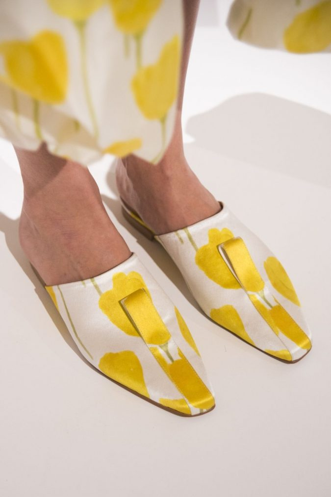 Mules-women-shoes-claudia-li-675x1014 +8 Catchiest Women's Shoe Trends to Expect in 2020