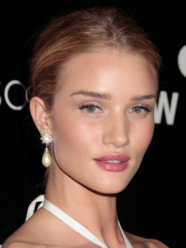 Rosie-Huntington-Whiteley-rosy-lips Top 10 Inspired Celebrity Makeup Ideas for 2018