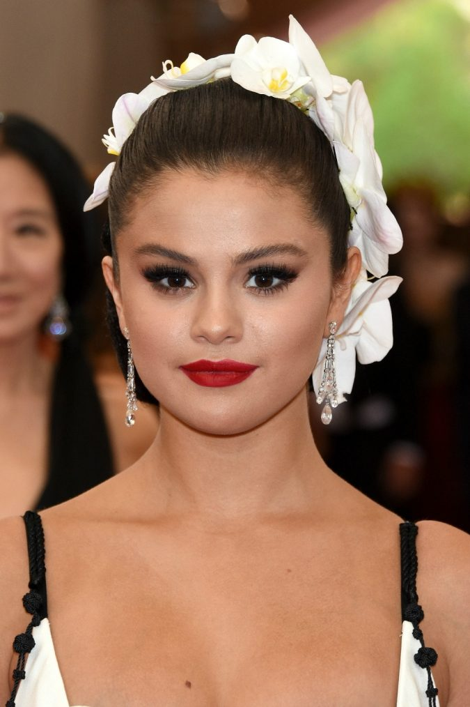 Selena-Gomez-2015-Met-Gala--675x1014 Top 10 Inspired Celebrity Makeup Ideas for 2019