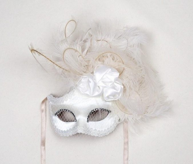 mask-dolce-rosa-white-675x575 Top 10 Stylish Women's Masquerade Masks for Christmas