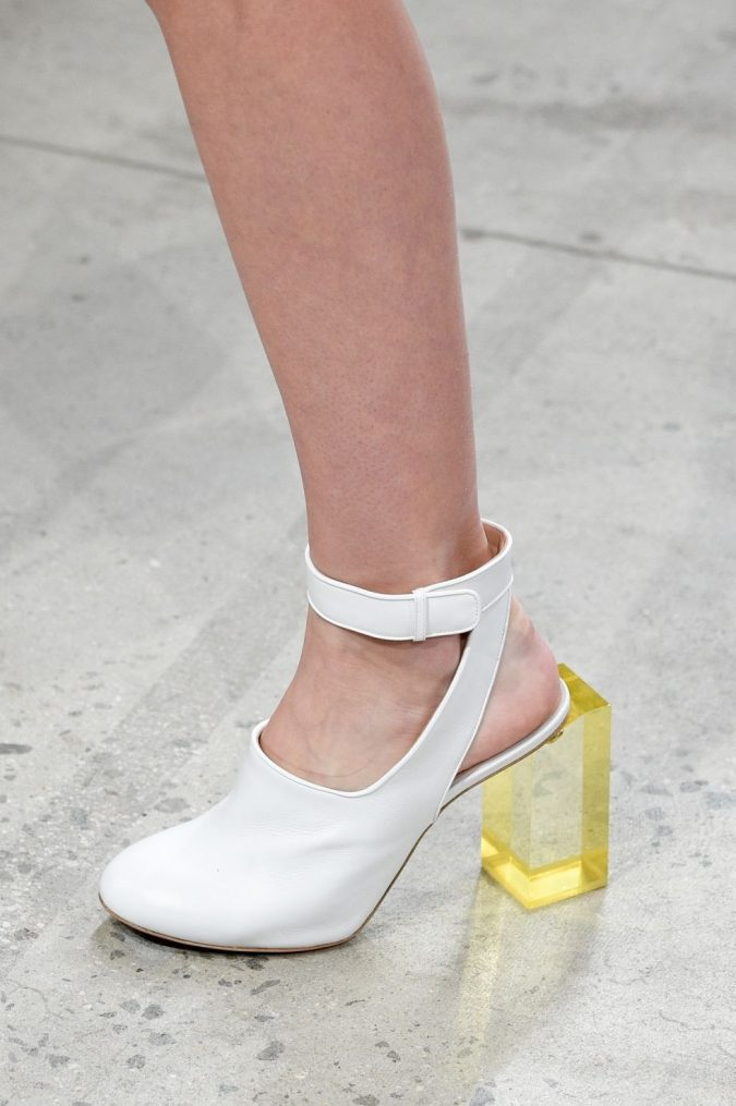 transparent-heels-shoe-trends-2018-prabal-gurung-gettyimages-675x1015 +8 Catchiest Women's Shoe Trends to Expect in 2018