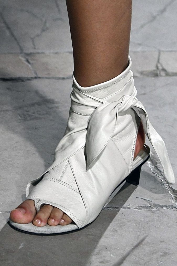 white-shoe-women-shoe-trends-2018-2-675x1011 +8 Catchiest Women's Shoe Trends to Expect in 2020