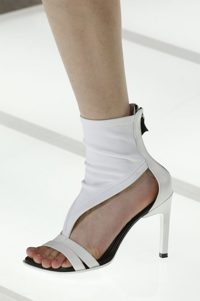 white-shoe-women-shoe-trends-2018-675x1013 +8 Catchiest Women's Shoe Trends to Expect in 2020