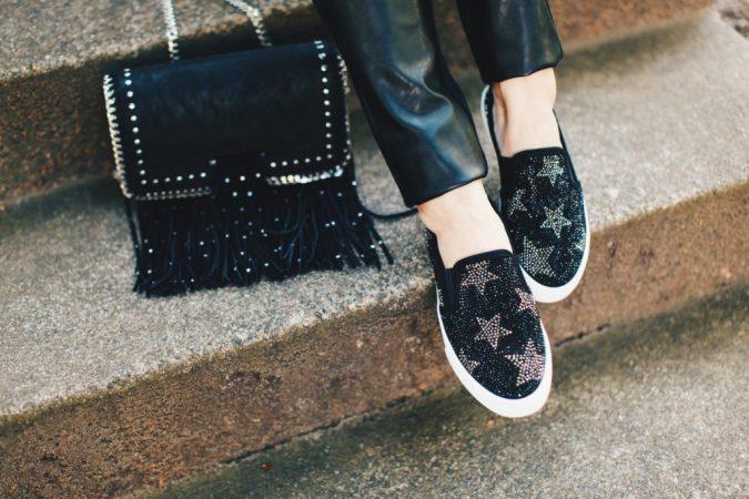 women-fringe-handbag-675x450 20+ Newest Women Handbag Trends To Boom in 2020