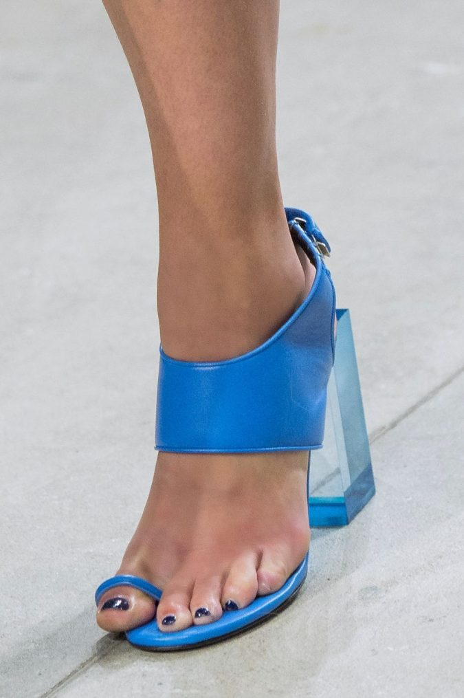 women-shoe-with-toe-strap-675x1015 +8 Catchiest Women's Shoe Trends to Expect in 2020