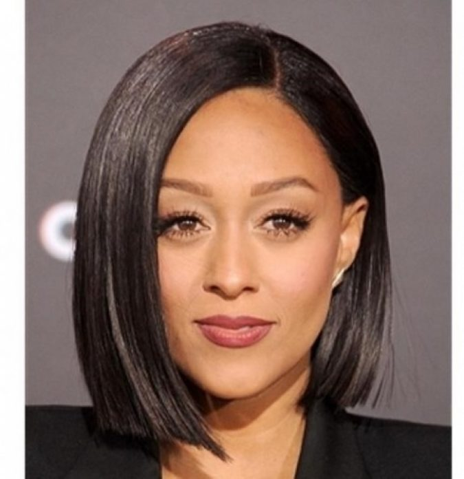 Average-Length-bob-with-Proper-Limbs-for-black-women-675x696 TOP 10 Stylish Bob Hairstyles for Black Women in 2018