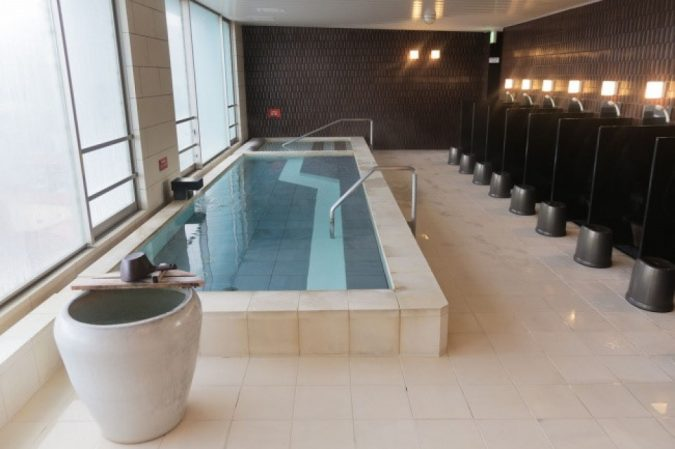 Japanese-public-bath-sento-675x449 The Truth about Bathing throughout the Years [+500 Years Bathing History]