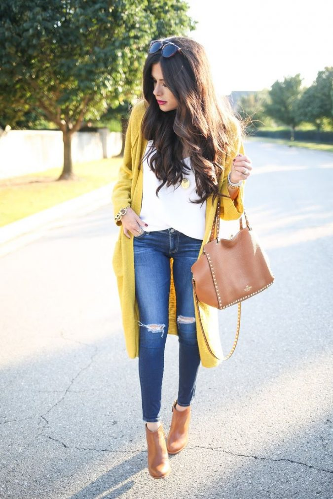 Jeans-and-t-shirt-and-long-cardigan-women-summer-outfit-3-675x1013 What Women Should Wear for a Business Meeting [60+ Outfit Ideas]