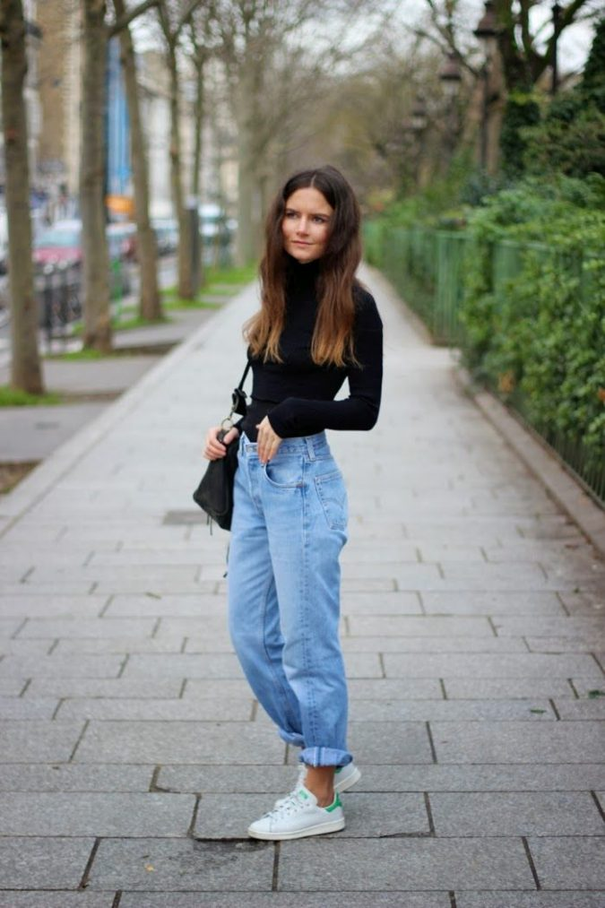 Mommy-Jeans-women-outfit-675x1013 12 Outdated Fashion Trends Coming Back in 2018