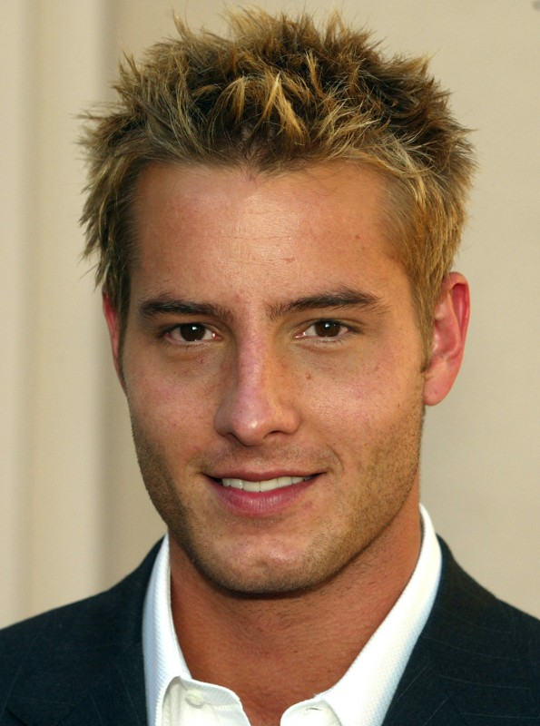 Spiky-hairstyle-for-blonde-men-justin-hartley Top 10 Hairstyles for Guys with Blonde Hair [2020 Trends]