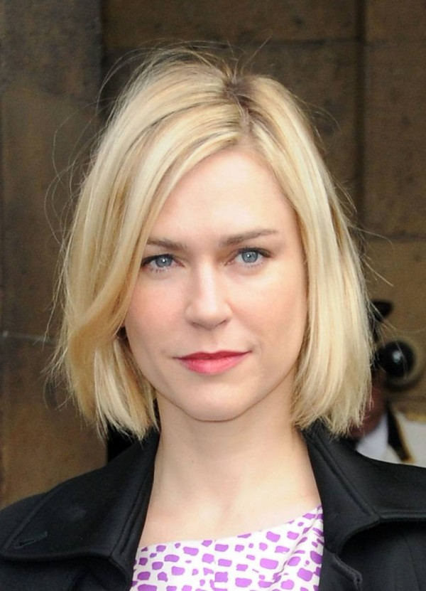 Straight-bob-hairstyle-for-blonde-women Top 10 Professional Hairstyles for Blonde Women in 2018