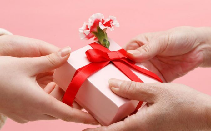 Valentines-Gift-675x419 Experts Reveal 10 Relationship Secrets to Make Your Partner Feel Special