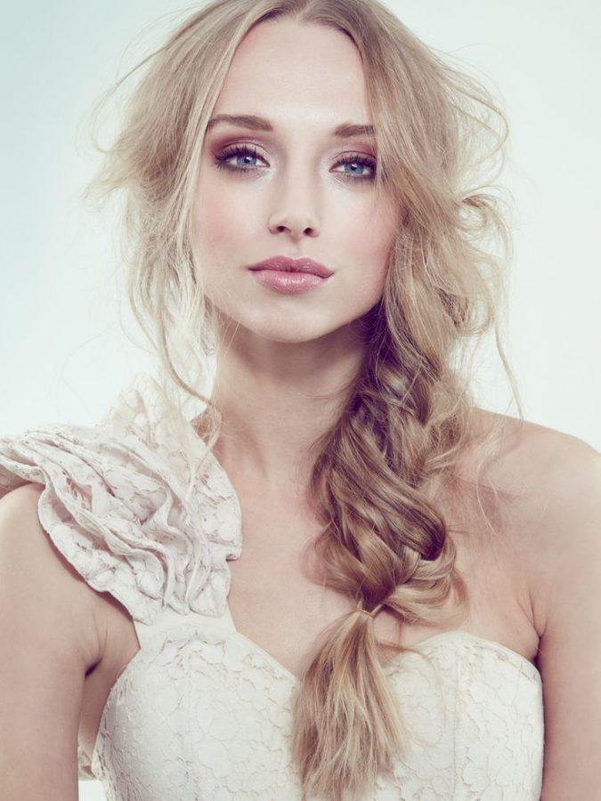 bridal-makeup-glossy-lips-675x900 Top 10 Wedding Makeup Ideas for 2020 Brides