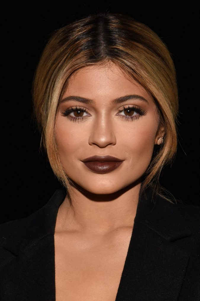 brown-shade-lipstick-women-675x1012 12 Outdated Fashion Trends Coming Back in 2018