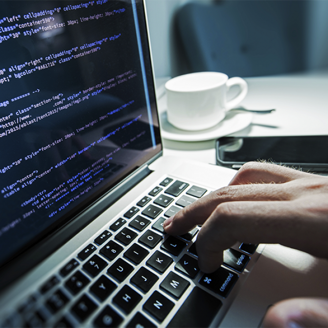 computer 7 Criteria for Choosing Best Insider Threat Monitoring System