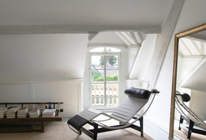 cozy-relaxing-space-675x459 5 Ways to Create a Relaxing Atmosphere