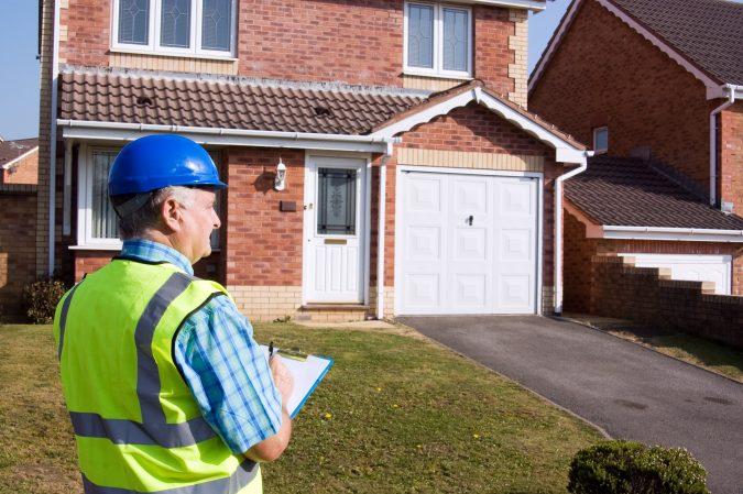 house-surveying-service-surveyor-675x449 6 Reasons You Need to Hire a Surveyor