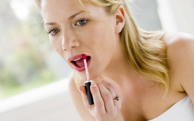 lady-red-lipstick-xlarge-675x422 7 Tricks to Keep Your Lipstick Last Longer
