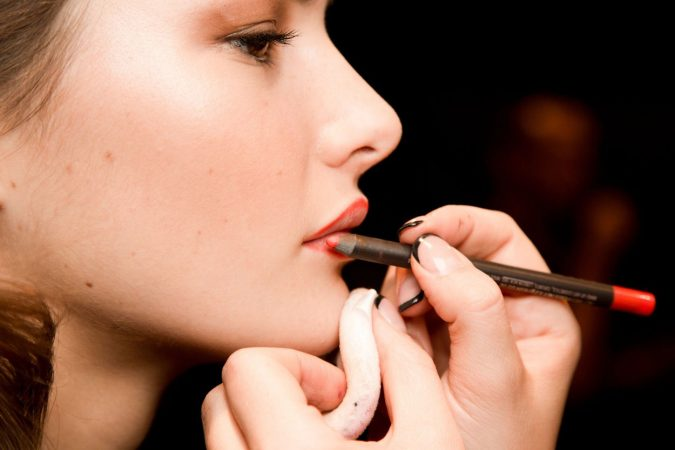 makeup-tips-lipliner-675x450 7 Tricks to Keep Your Lipstick Last Longer