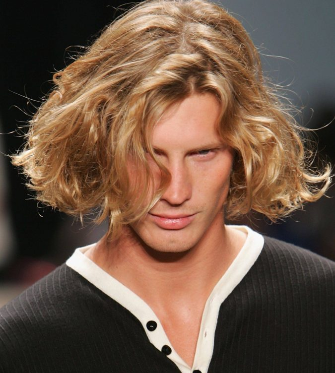 medium-hairstyle-for-blonde-men-675x752 Top 10 Hairstyles for Guys with Blonde Hair [2018 Trends]
