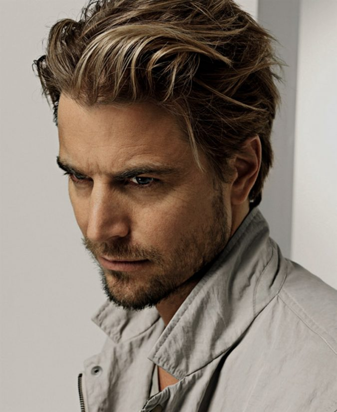 messy-layered-hairstyle-for-men-1-675x825 Top 10 Hairstyles for Guys with Blonde Hair [2020 Trends]