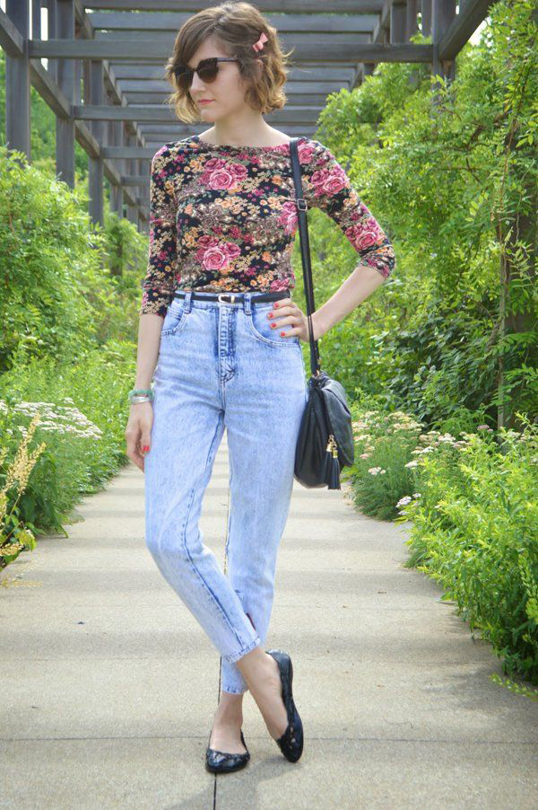 mom-jeans-women-outfit 12 Outdated Fashion Trends Coming Back in 2018