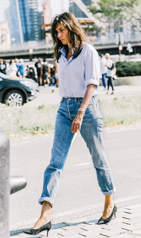 mum-jeans-women-outfit 12 Outdated Fashion Trends Coming Back in 2018