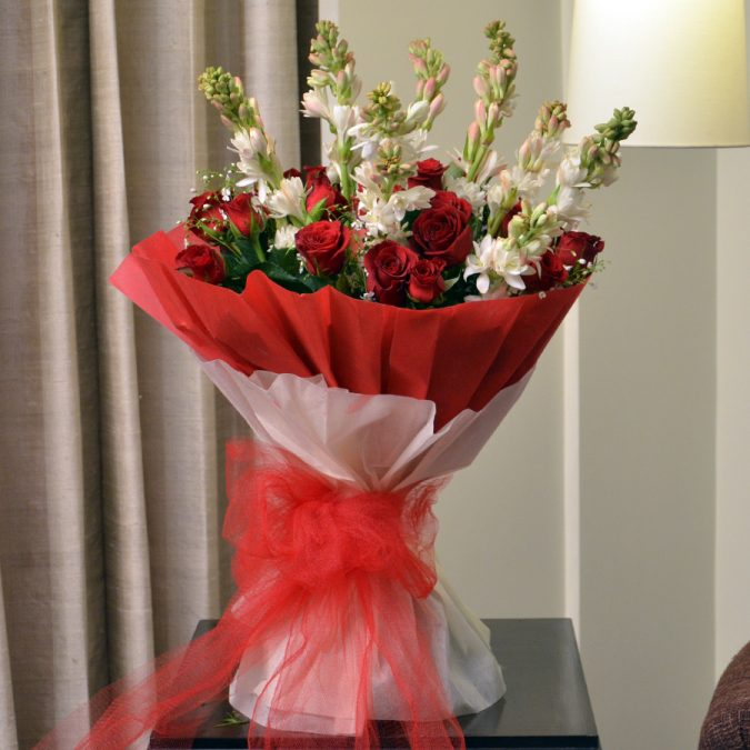 red-roses-bouquet-gift-675x675 Top 10 Best Wedding Anniversary Gift Ideas for 2020 (Updated List)