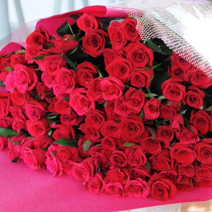 red-roses-gift-675x675 Top 10 Best Wedding Anniversary Gift Ideas for 2020 (Updated List)
