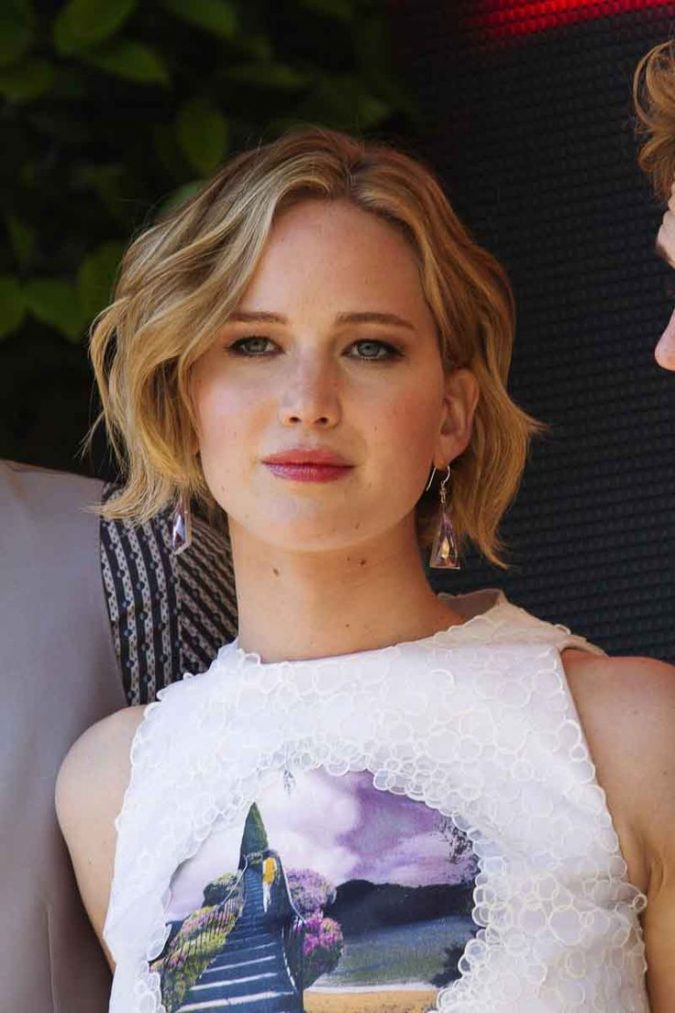 wavy-bob-hairstyle-for-blond-women-675x1013 Top 10 Professional Hairstyles for Blonde Women in 2020
