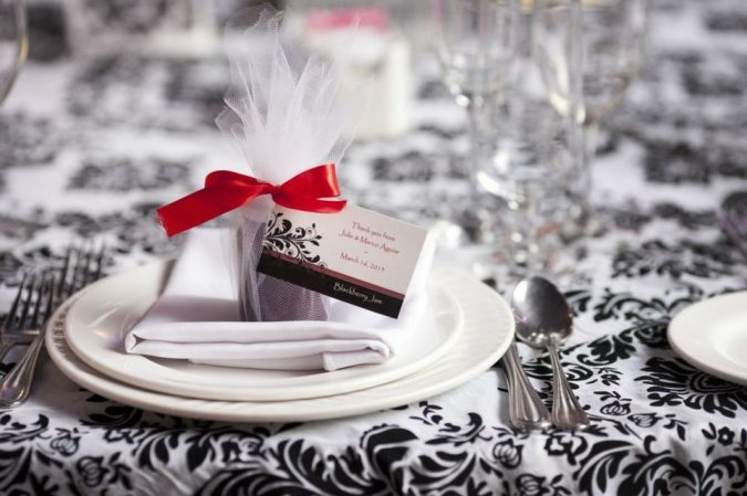wedding-Party-Favors-2-675x449 10 Outdated Wedding Trends to Avoid in 2020