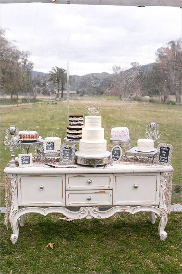 wedding-cake-table 10 Outdated Wedding Trends to Avoid in 2020