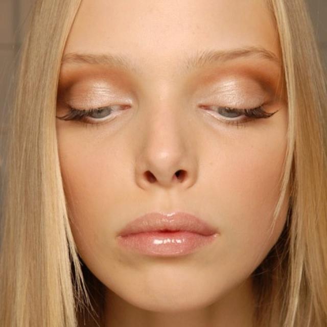 wedding-makeup-Glistening-shadow Three Accessories That Brides Shouldn't Skip