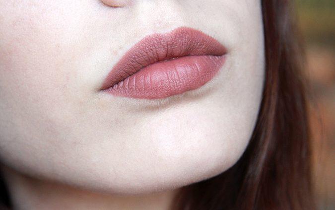 woman-makeup-lips-675x423 7 Tricks to Keep Your Lipstick Last Longer