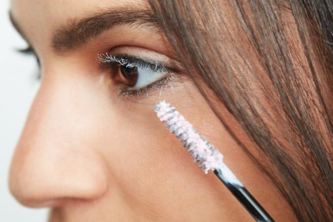 Applying-Lash-Primer-makeup-675x450 10 Tips to Apply Mascara Like a Professional
