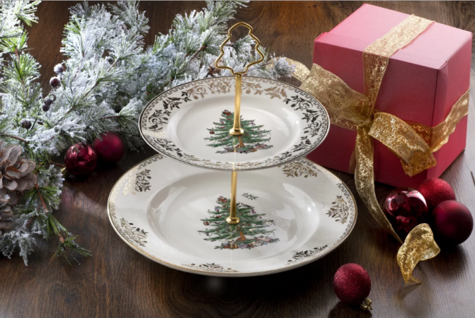 Christmas-dining-675x452 Top 10 Ideas To Make Your Home Look Magical and Enjoyable For Holidays
