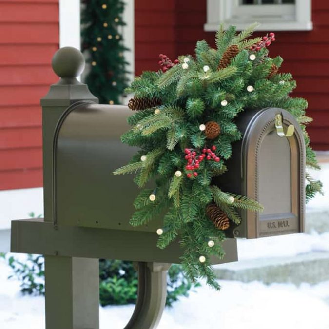 Holiday-Mailbox-CHRISTMAS-006-675x675 Top 10 Ideas To Make Your Home Look Magical and Enjoyable For Holidays